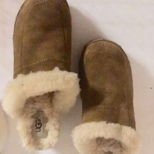 UGG classic suede clog wi/shearling inside size 5